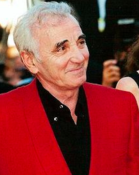 Charles Aznavour costume rouge